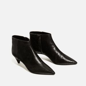 🌺🌺 Zara Embossed Leather Low Heel Ankle Boots